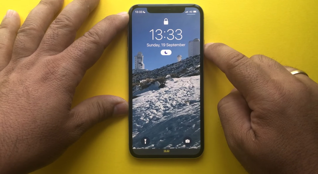 Researcher discloses iPhone lock screen bypass on iOS 15 launch day